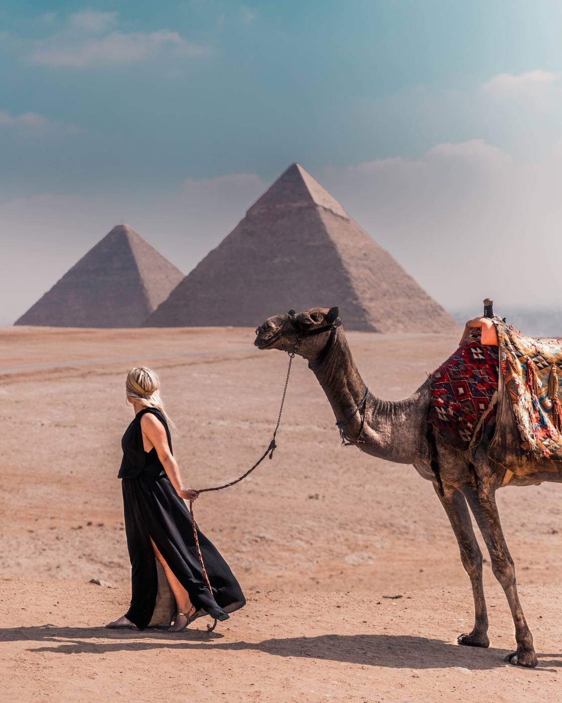2 weeks in Egypts, photo with camel at the great pyramid