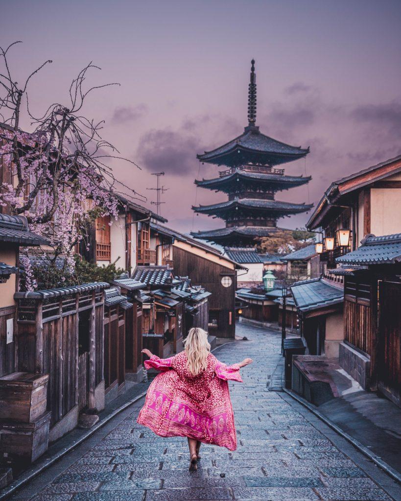 kimono hokanji temple at sunrise in Kyoto
